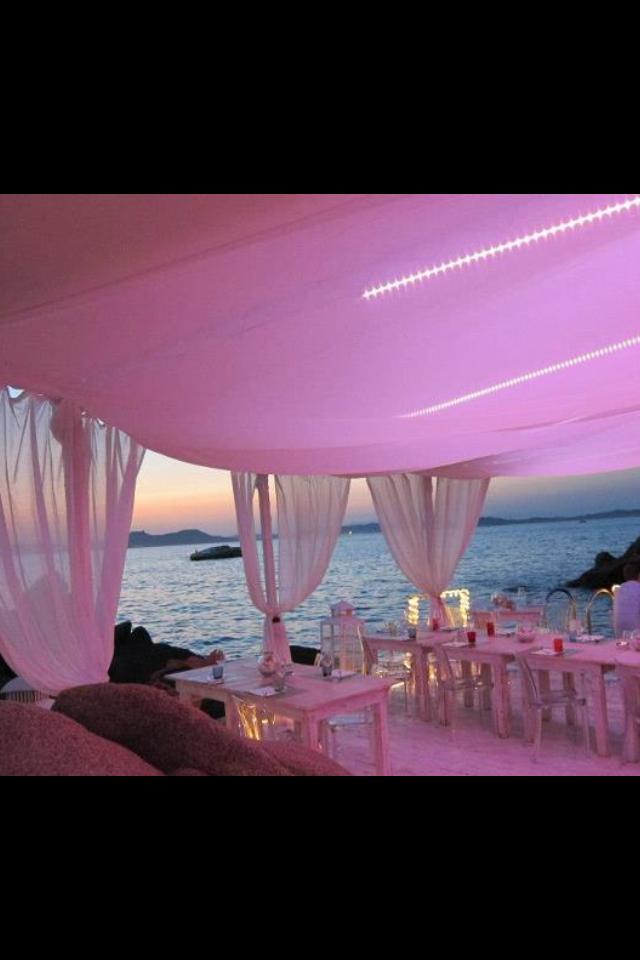 Italian Luxury experiance Sardinia - a gala dinner with Italian singer Valentina mey - Costa Smeralda